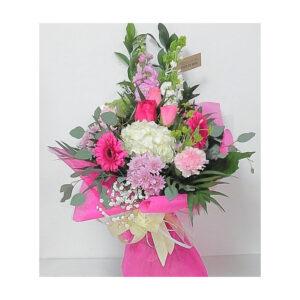 Flores variadas con rosas